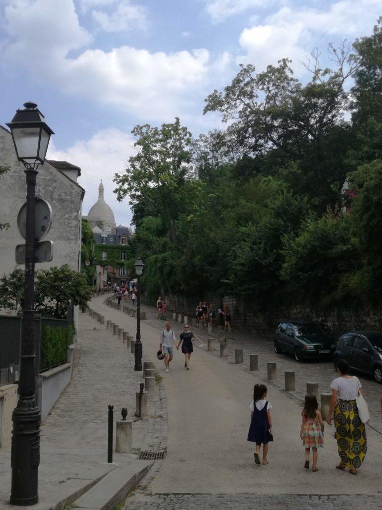 Rue menant au Sacré coeur