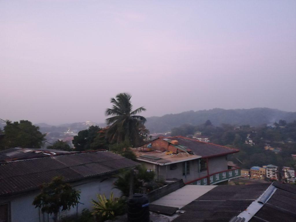 Vue sur Kandy depuis notre Guesthouse
